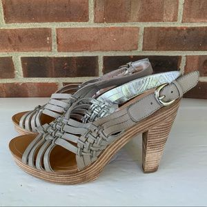 Banana Republic grey leather platform sandals